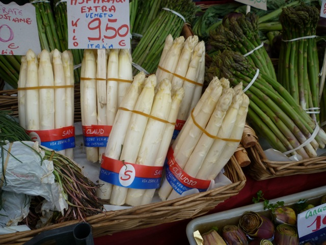 Asparagus at Rialto Market, Venice - cycling and wine holidays italy