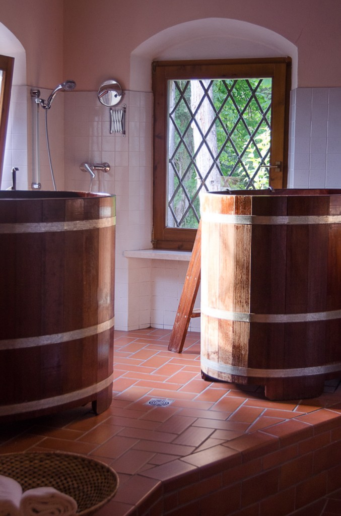 soaking tubs villa monteleone wine bike tours italy italiaoutdoors food and wine