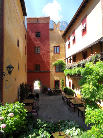 tiefenbrunner castel walking tours italy