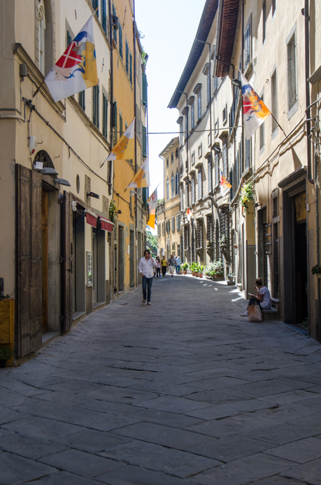 cortona-medieval-alleys-italiaoutdoors-private-italy-tours
