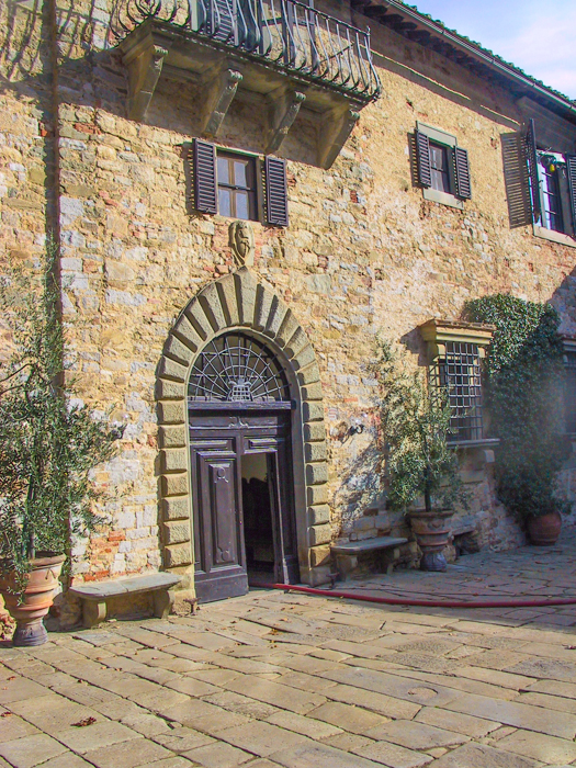 badia-courtyard-private-walking-tours-tuscany_