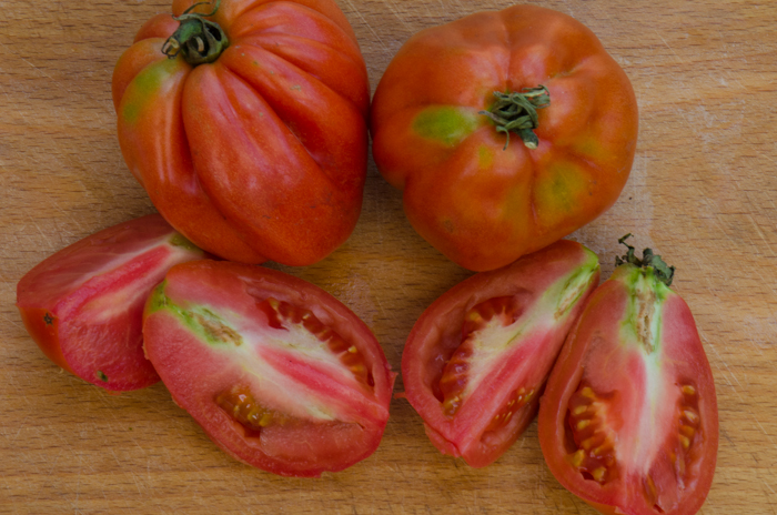 cuore-cut-tomatoes-private-cycling-tours