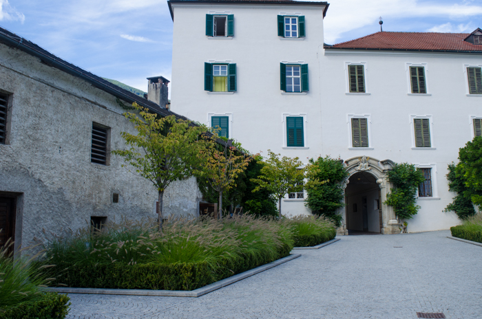 abbazia-novacella-courtyard-hiking-tour-italy