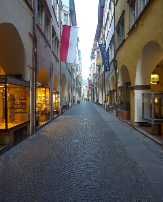 porticos-bolzano-hiking-tours