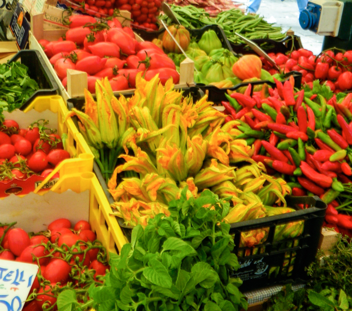 squash-blossoms-market-walking-tours-italy