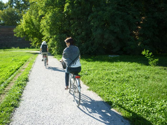ferrara-cycling-wallls-italy-walking-tours